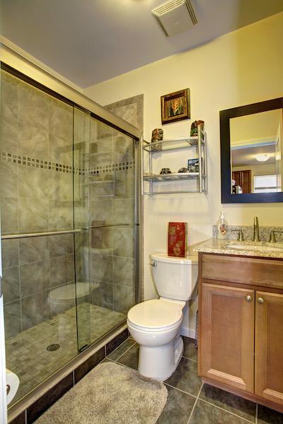 15 - main bathroom