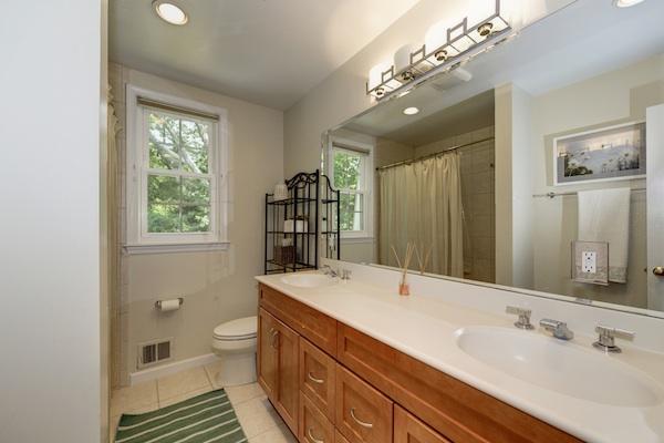14 - 2nd Floor Bath