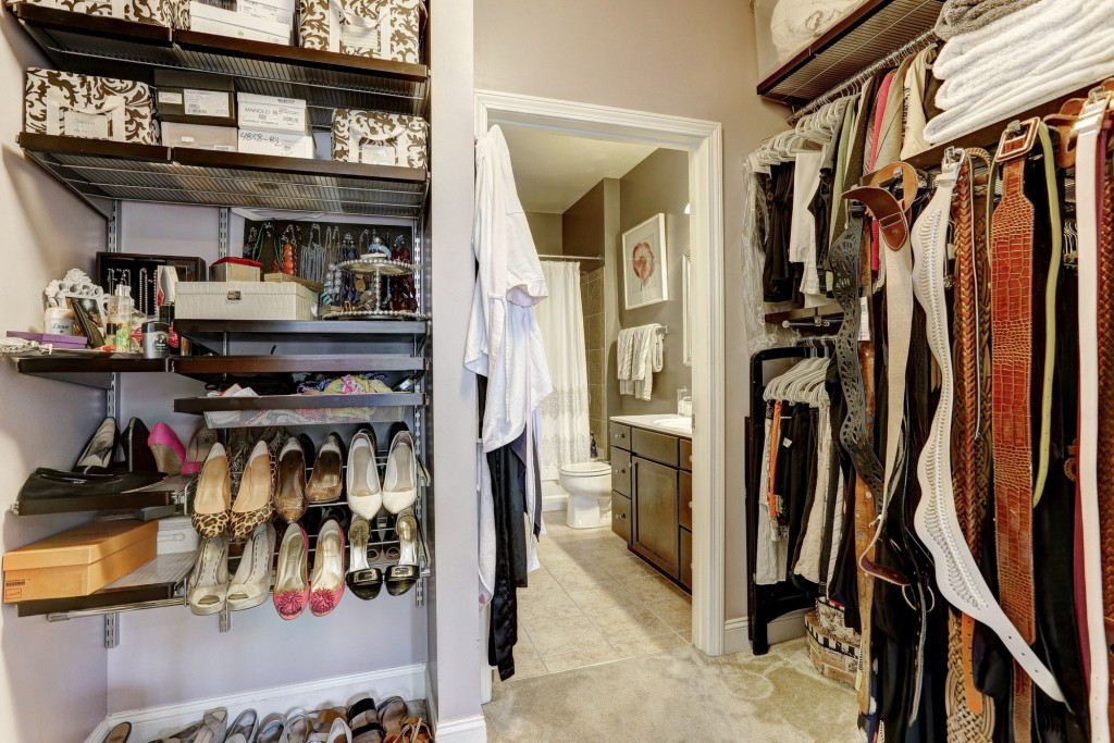 closet:bthrm