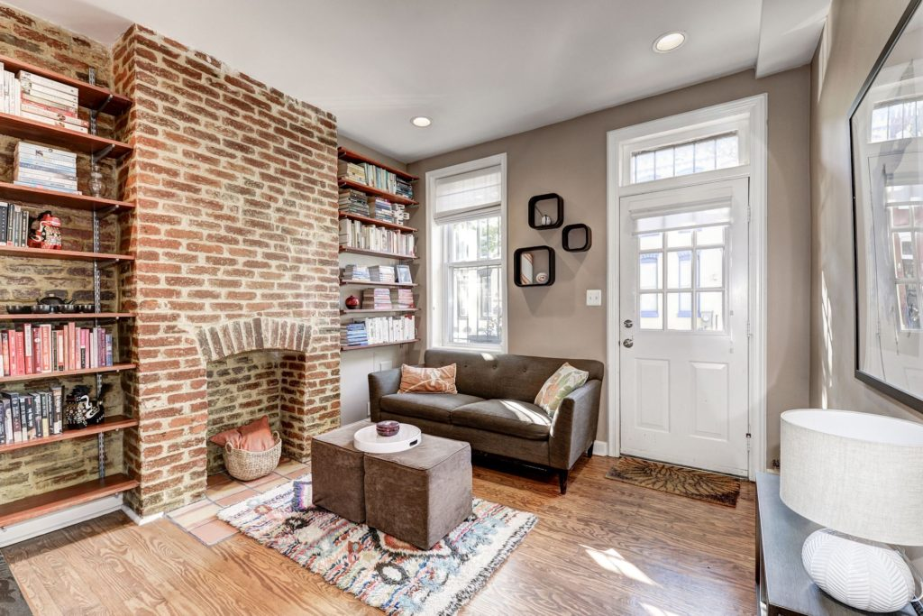 Superior Looking For A Stylish And Updated Home Just Blocks From The Fun Nightlife  Of U Street? Welcome To 2255 12th Pl. NW. This 2 Bedroom, 1 Bathroom+ Den  Rowhouse ...